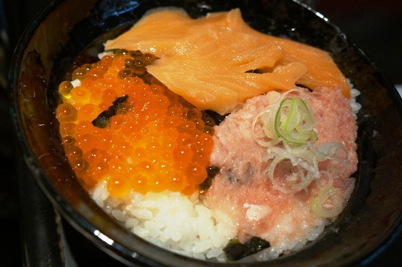 telor ikan nasi daging ikan di dotonbori