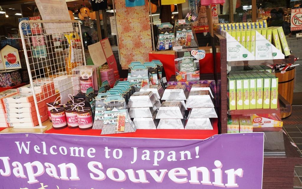toko souvenir di osaka castle