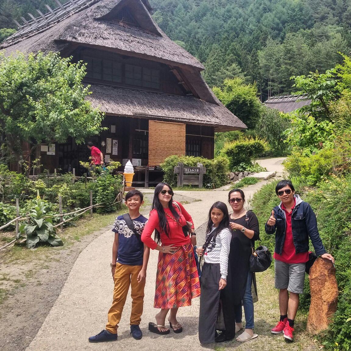 foto peserta tour ke jepang di desa wisata gunung fuji