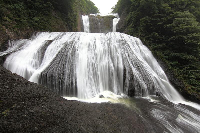 800px-Fukuroda_Falls_-_????(???????)
