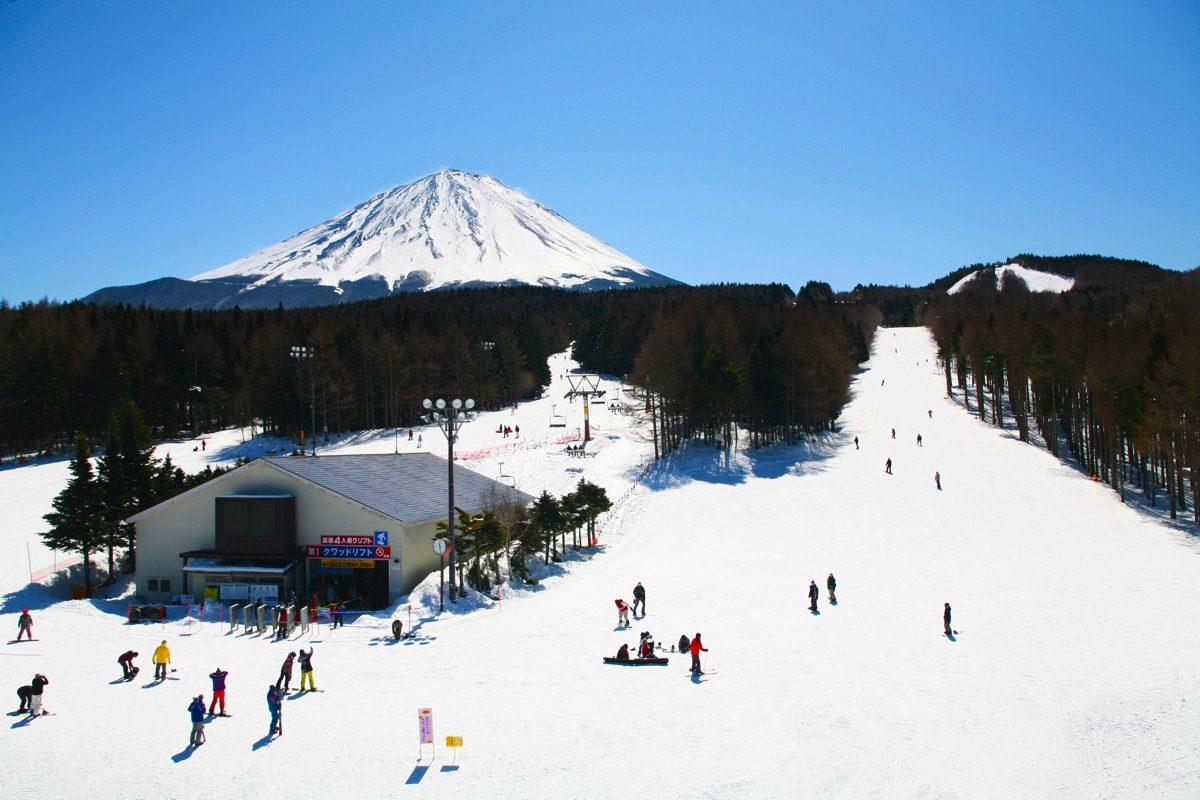 bermain ski di jepang