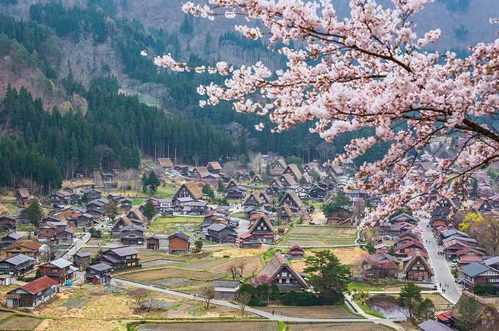 shirakawa-go_village by travel.kompas.id