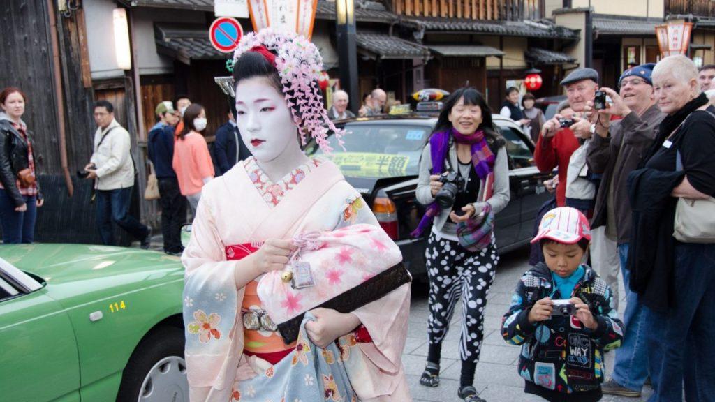 geisha di Gion by gaijingojapan.com
