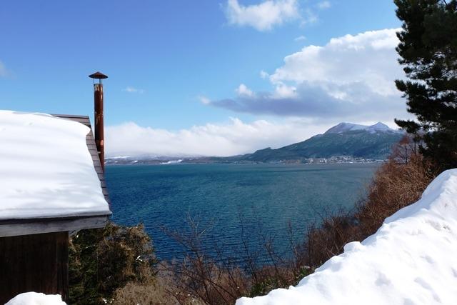 Melihat Lake Toya di Hokkaido dari atas