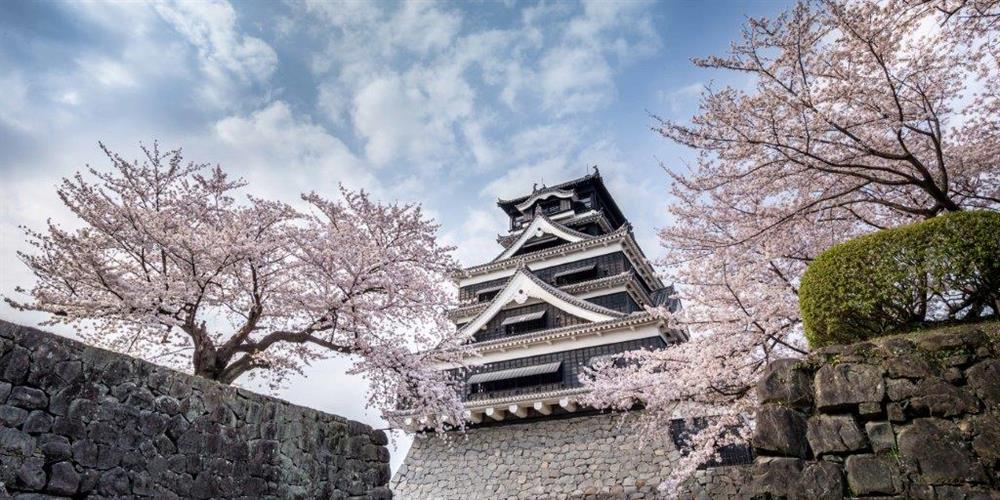 kumamoto-castle-in-kyushu-japan-cropped